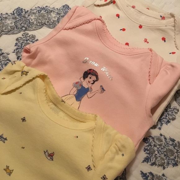 9b5ac12157 GAP Other - Baby Gap Disney Snow White Set Onesie 12-18 Months
